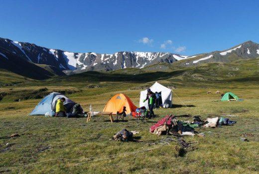 trekking tour in mongolia
